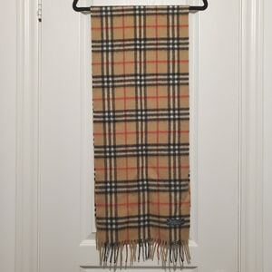 Authentic vintage Burberry (Burberrys) wool scarf